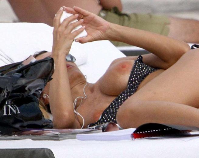 Topless amanda sandrelli, hidden cameras public voyeur